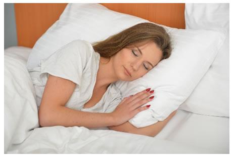眠る女性1